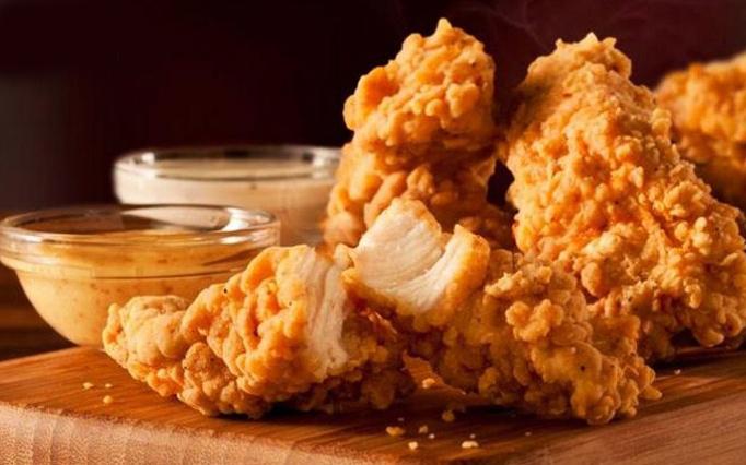 تکه مرغ سوخاری و سس